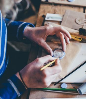 Kézműves mesterek csoport logója